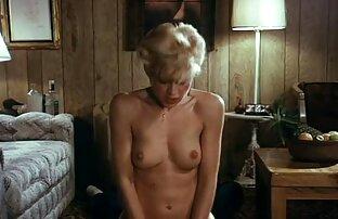 Amateur poussin Zuzinka joue avec un film porno lesbien en francais inconnu