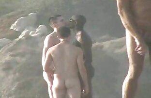 Fille noire aux gros seins porno streaming en francais donne une branlette