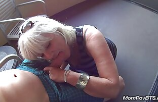 Un homme de service frappe une blonde bien sites pornos arabes chaude