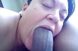 Une brune sexy prend une bite dans son cul serré et se fait site de film porno en streaming crémer le visage